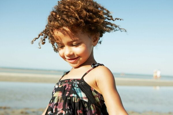 Princess summer - curly girl on the beach