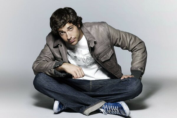 Zachary Levi Looking up