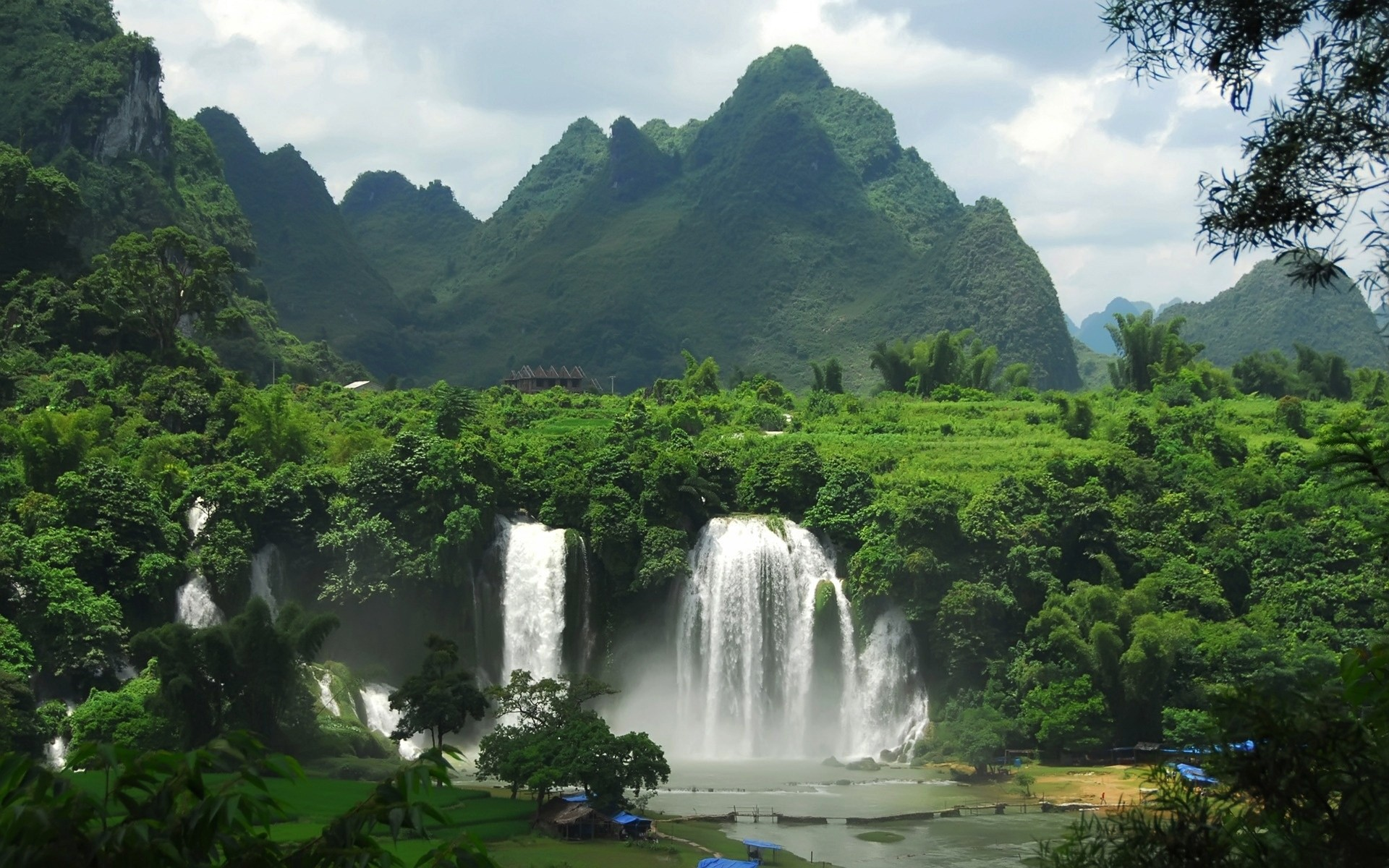 landscapes water waterfall travel nature wood outdoors tree mountain river landscape rock rainforest scenic summer tropical sky jungle cascade lush background