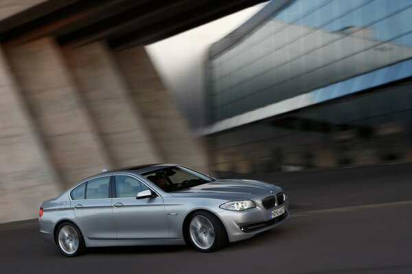 BMW 5 Series Sedan 2010 Speed