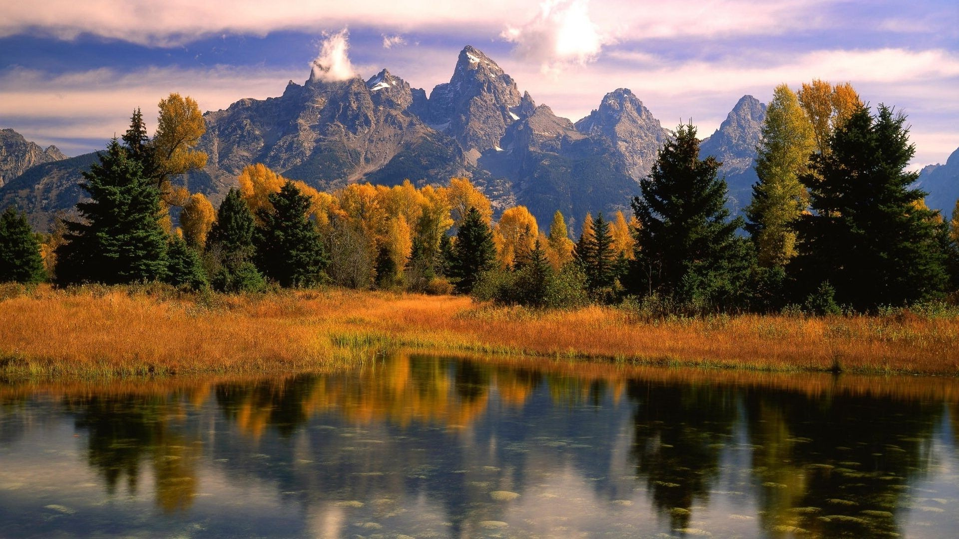 mirror lake on the background of autumn forest and mountains
