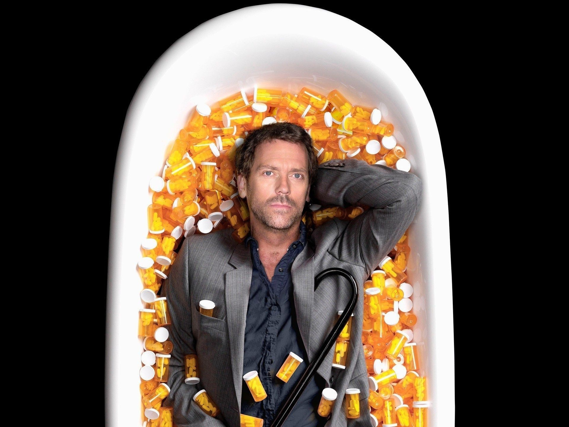 House m.d. bottles of pills in the bathroom the rest Hugh Laurie,