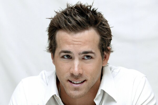 Ryan Reynolds Handsome
