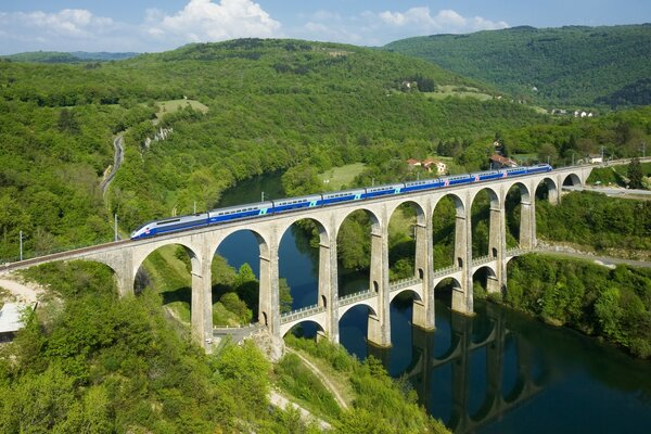 Cize Bolozon Viaduct