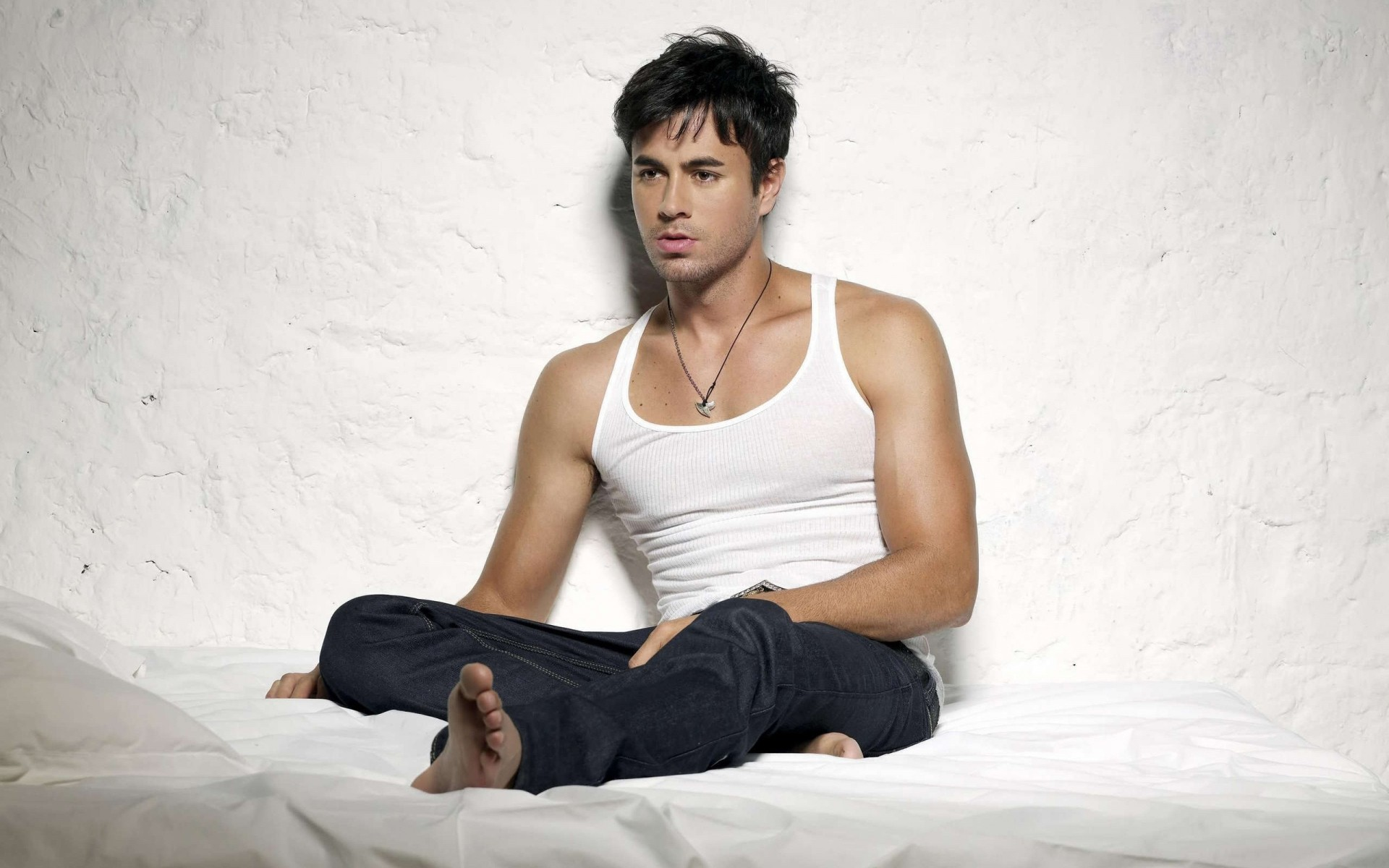 enrique iglesias hot. iphone wallpapers for free.
