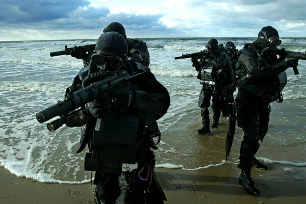sea battle-Navy seal machines shore swimmers