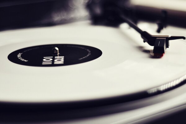 Black & White Turntable