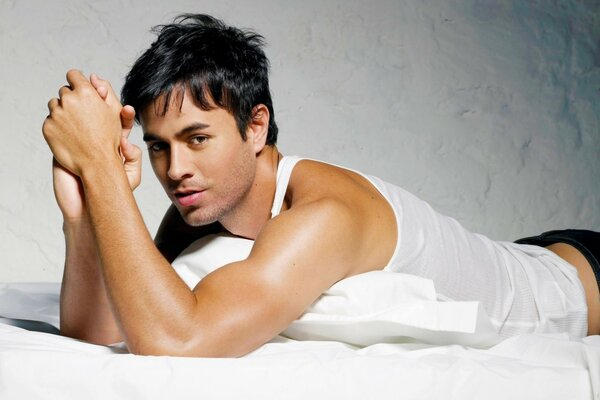 Enrique Iglesias in Bed