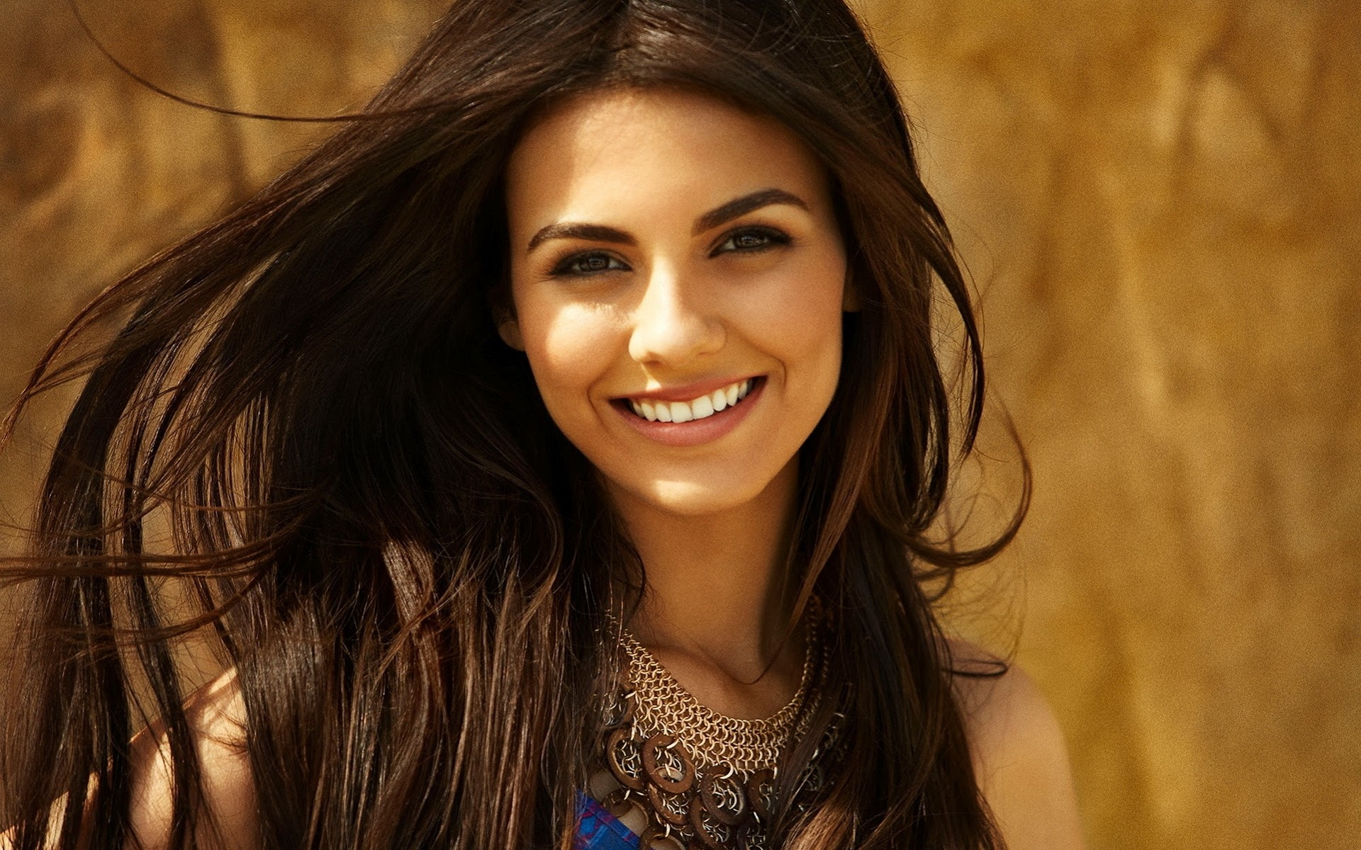Cute Smile Of Victoria Justice Android Wallpapers For Free