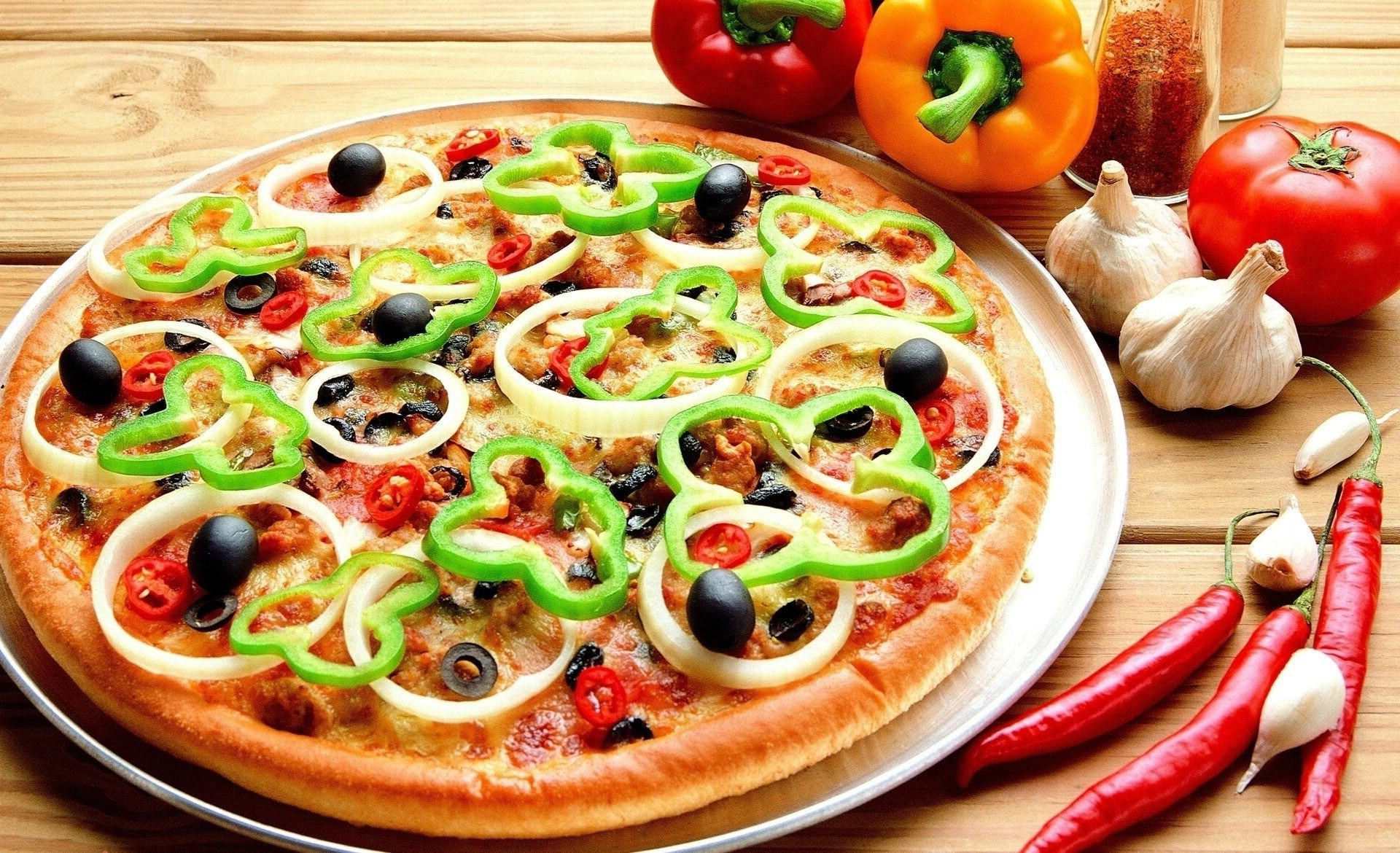 pizza food tomato vegetable cheese meal dinner lunch cuisine delicious refreshment pepper healthy tasty restaurant cooking epicure diet table