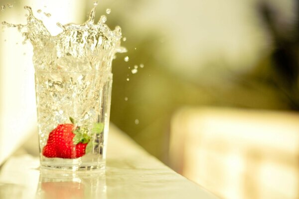 the water Table drops strawberry splash glass