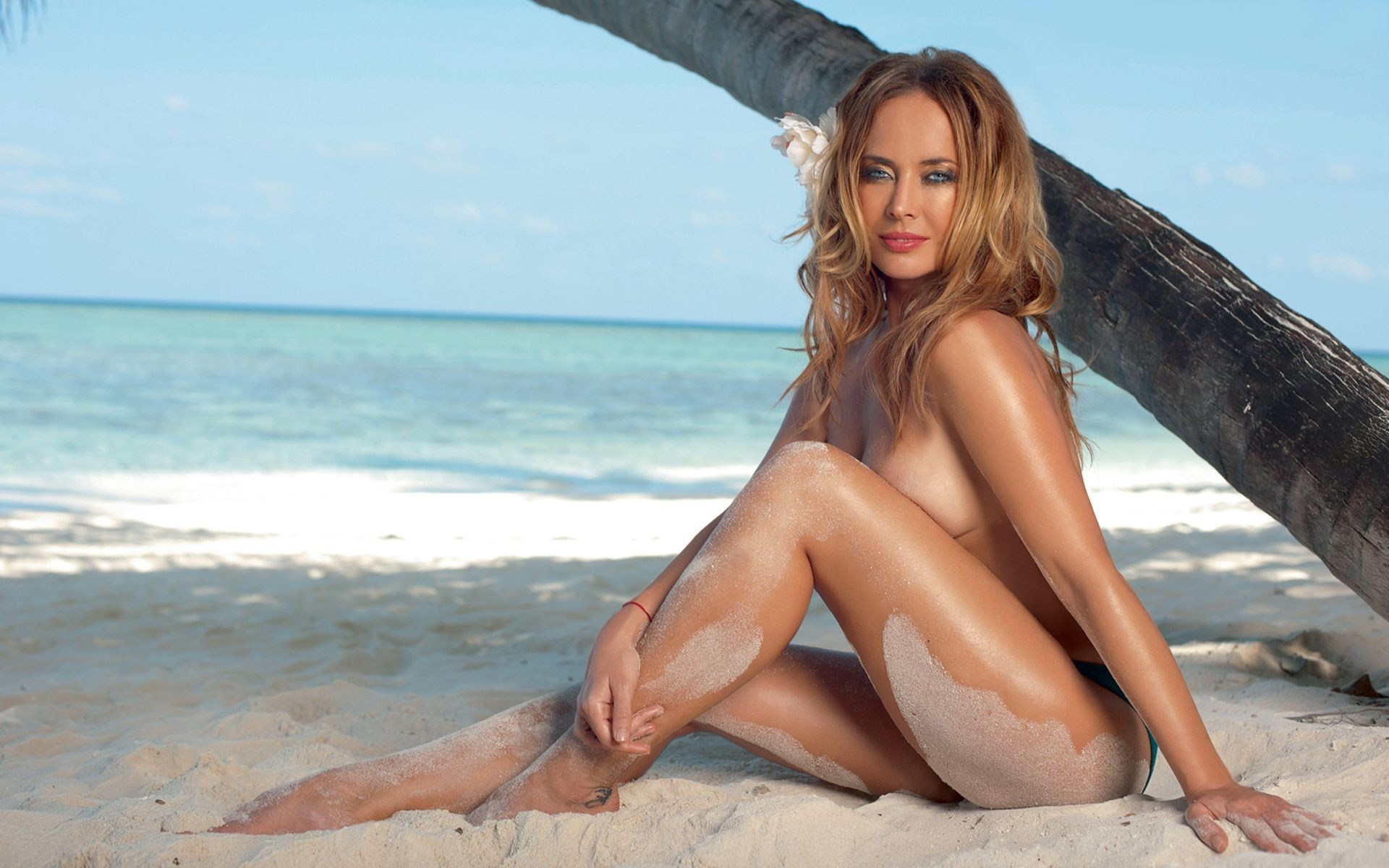 Zhanna Friske on the beach