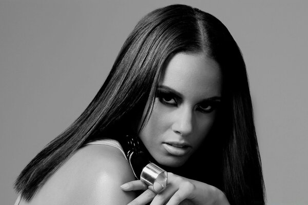 Alicia Keys Black Ana White