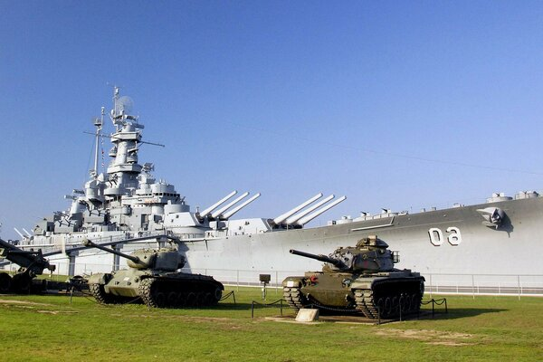 the tanks lawn Museum Battleship uss alabama