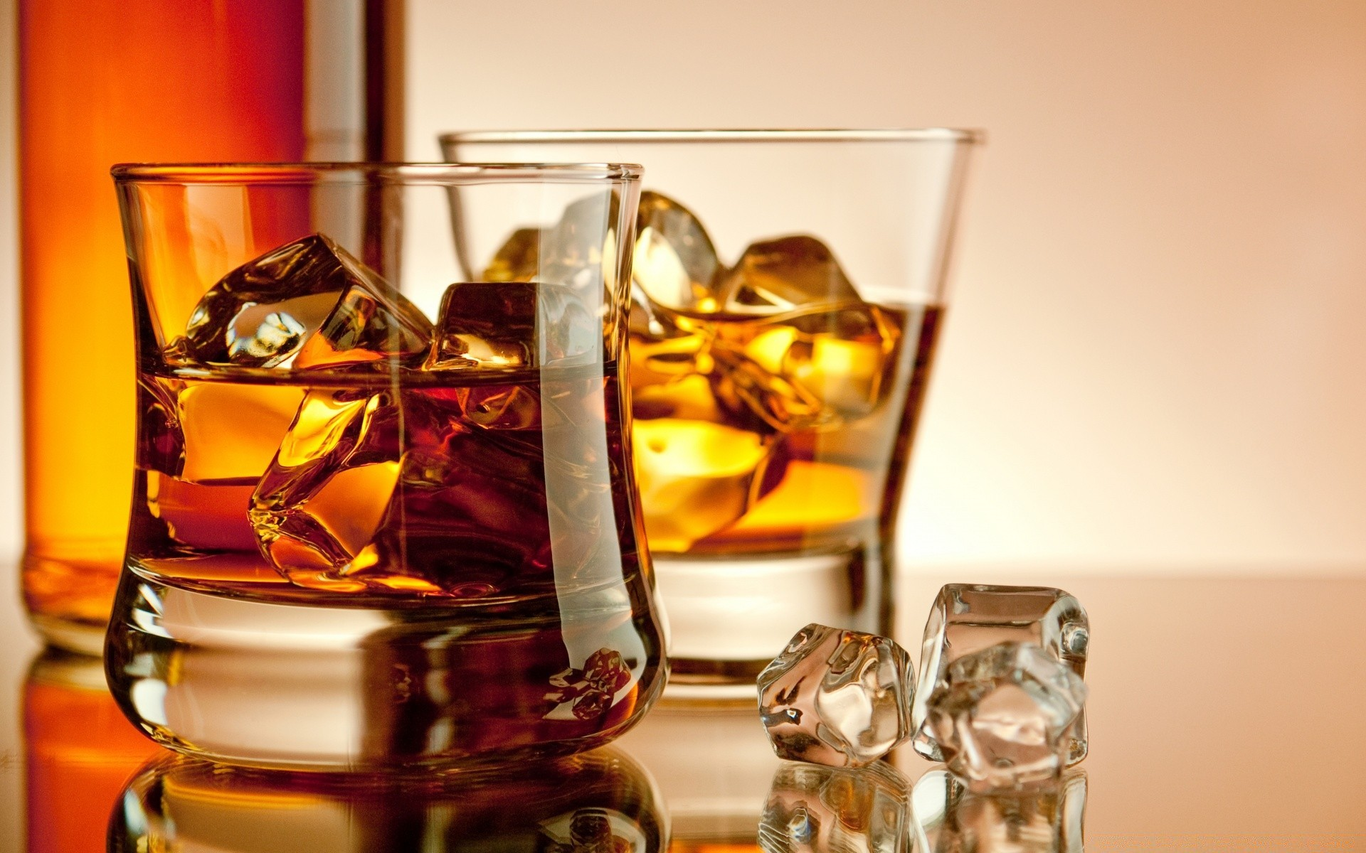 drinks whisky drink glass scotch alcohol bourbon wine liquor bar rum party ice luxury amber