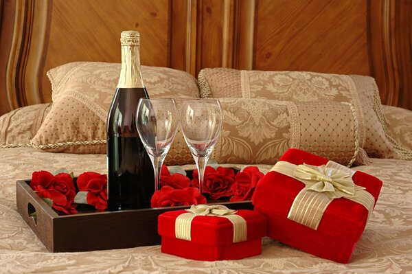 glasses champagne gifts wine Bed tray