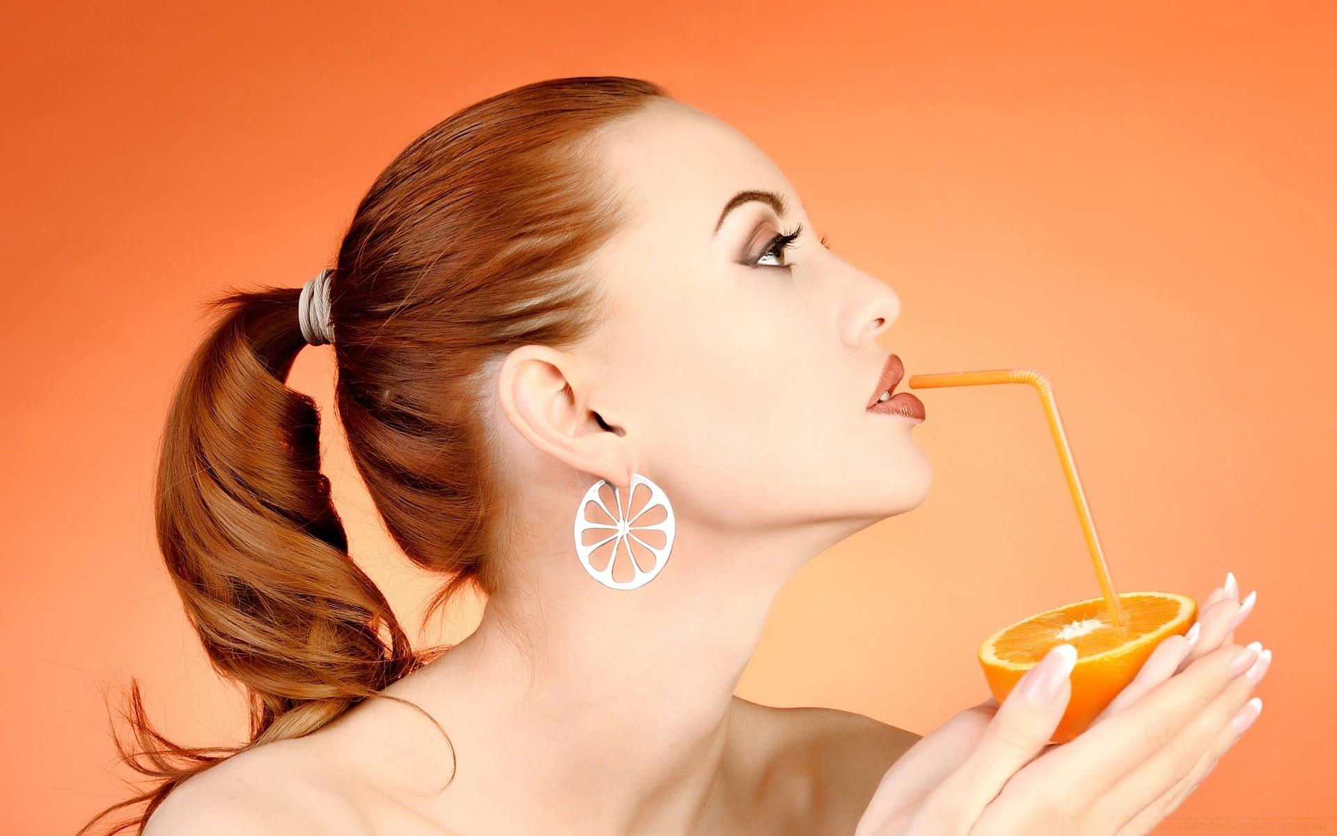 Девушка под апельсиновым деревом без смс