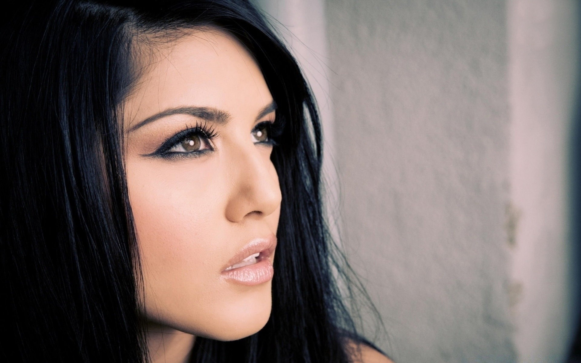 Sunny Leone Portrait Iphone Wallpapers For Free