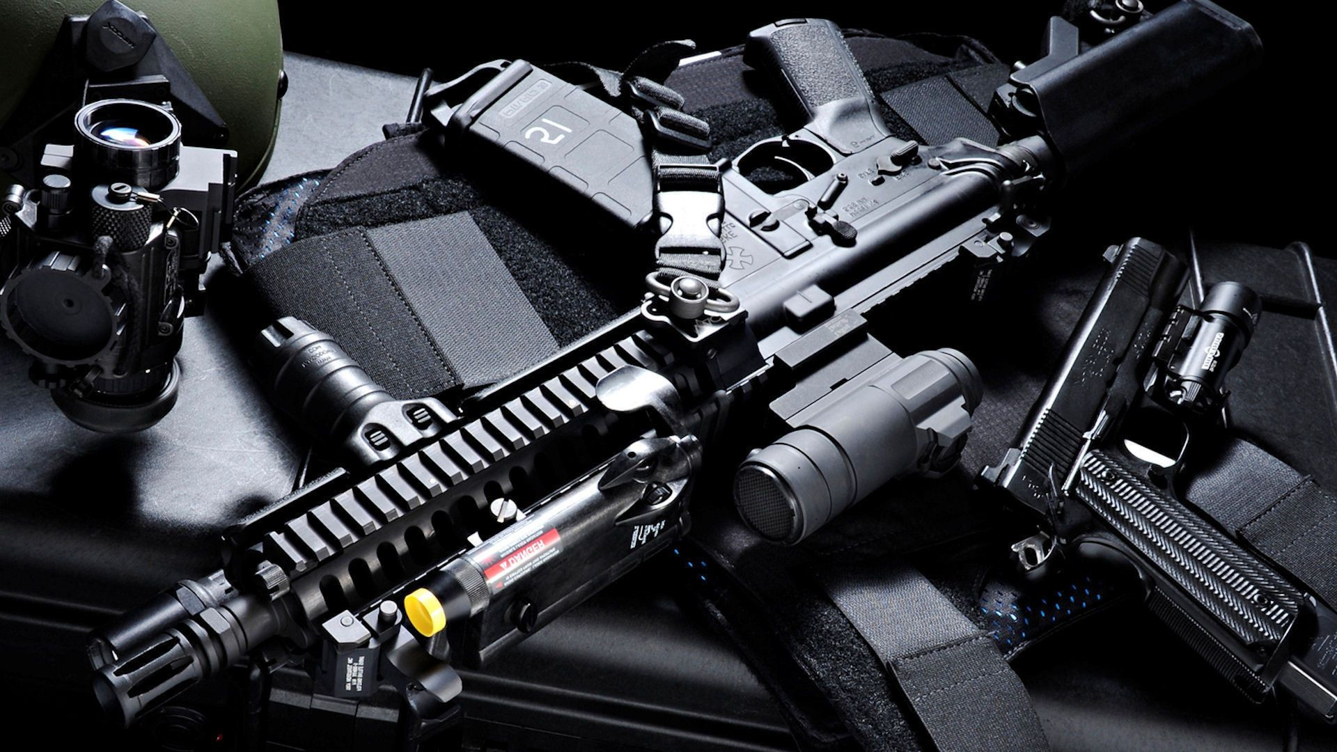 Gun Wallpaper Android Download: The Assault Rifle Armor Machine Gun Sight. Android