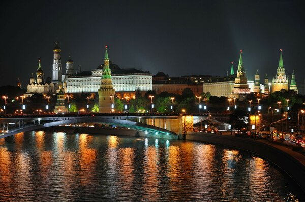 Moscow river at night