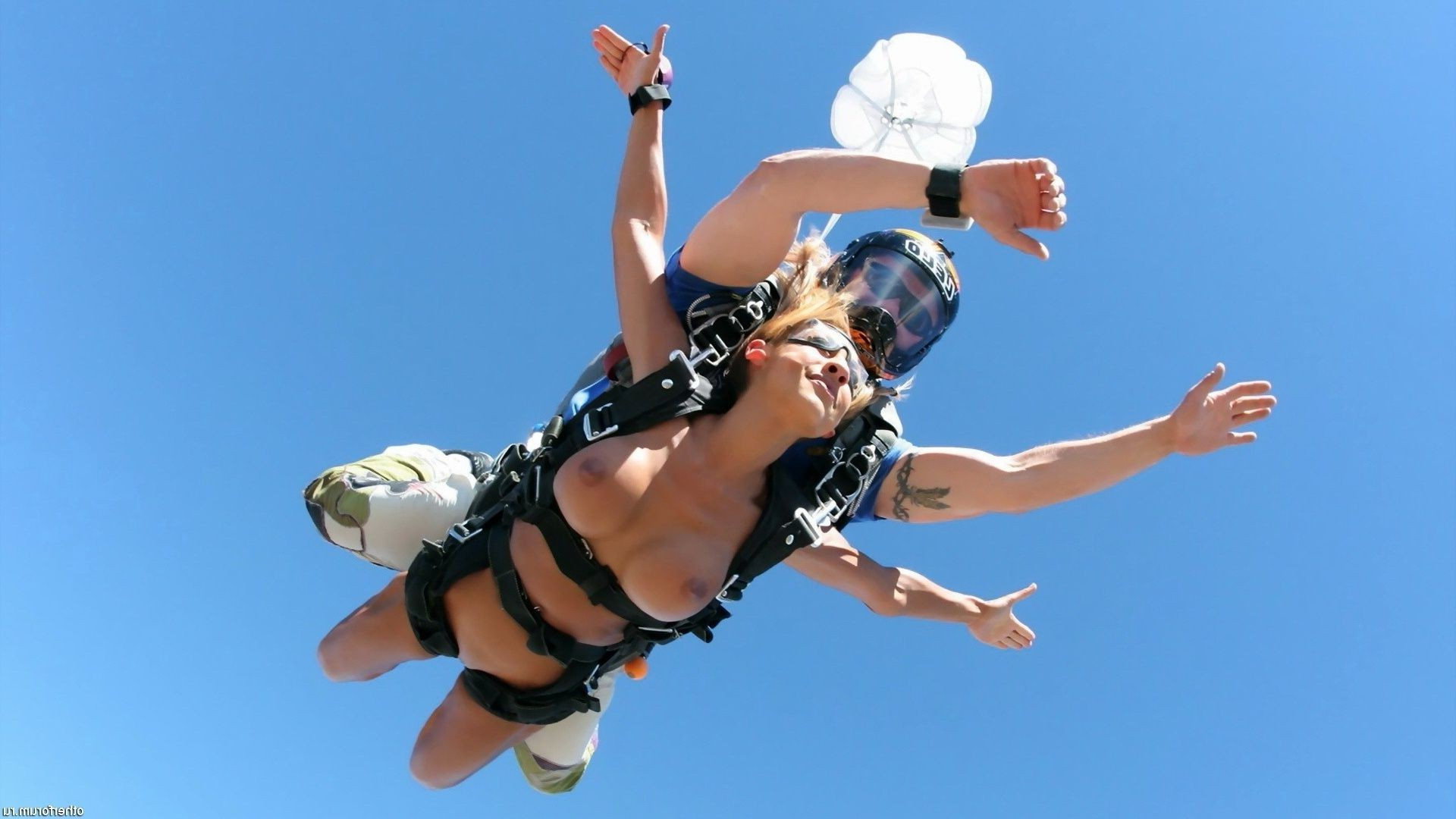 Naked girl jumped with a parachute with an instructor behind