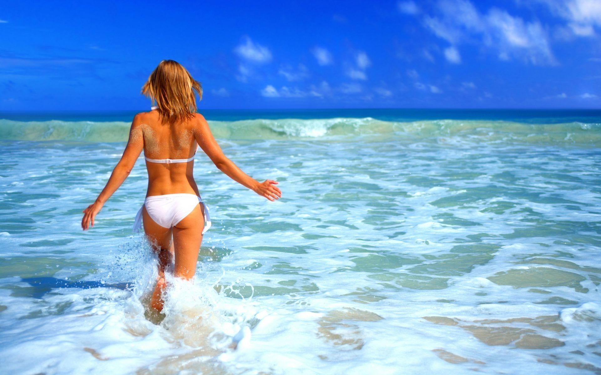 Girls Beach Vacation Ocean Sea Sun Water Mood Phone Wallpapers