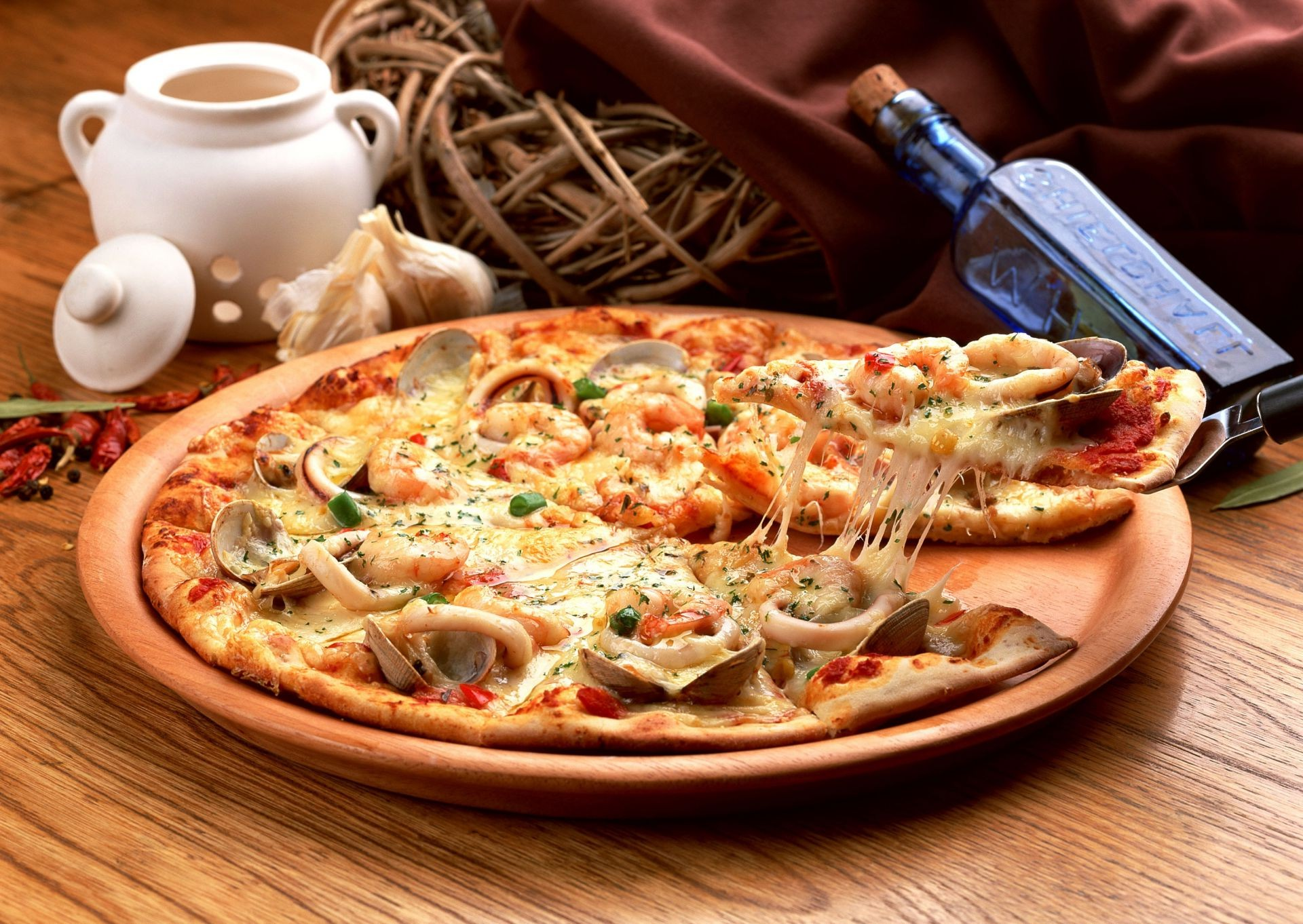 squid pizza Pizza mussels spices dish seafood