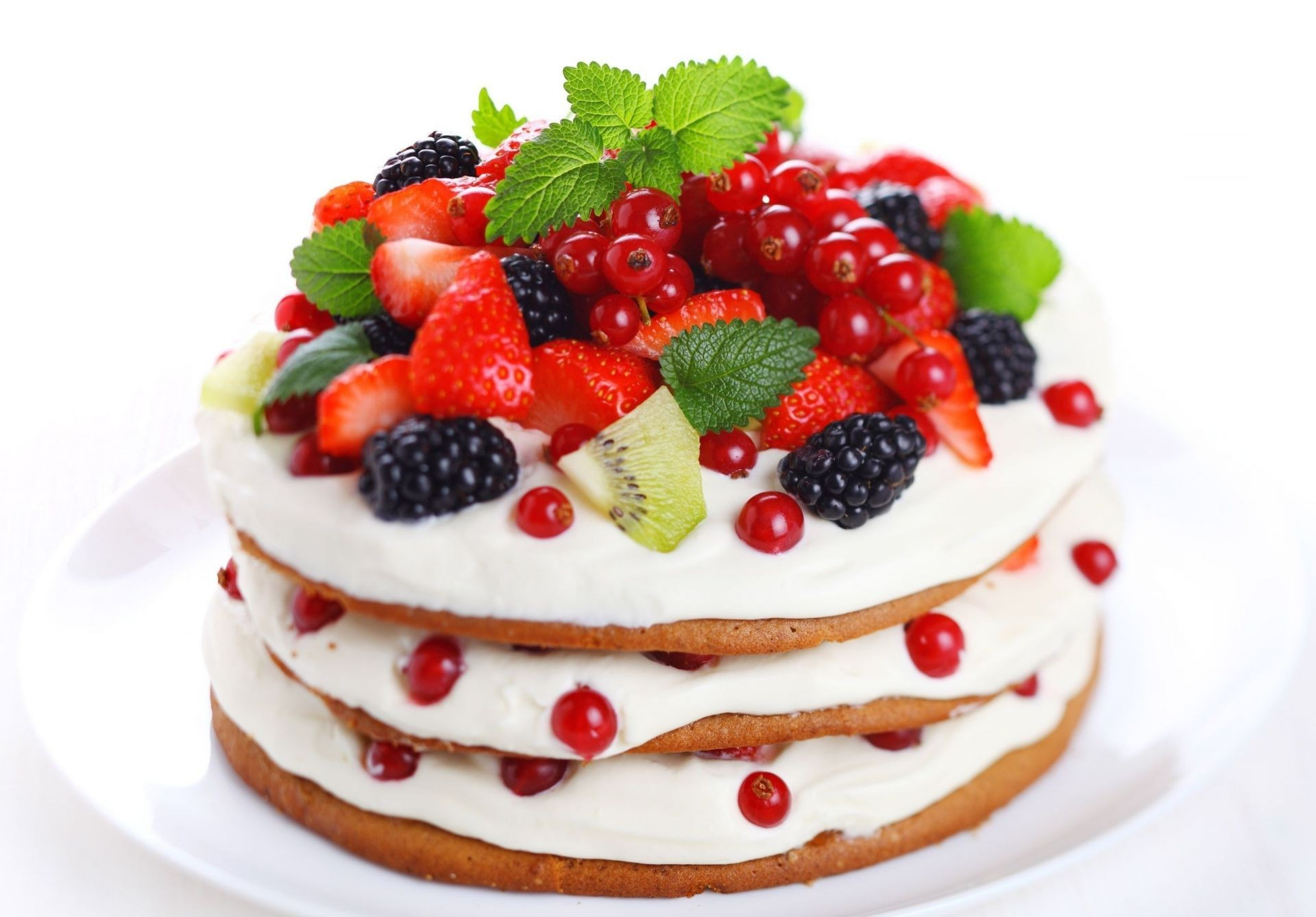 kiwi strawberry Cake BlackBerry currant berries