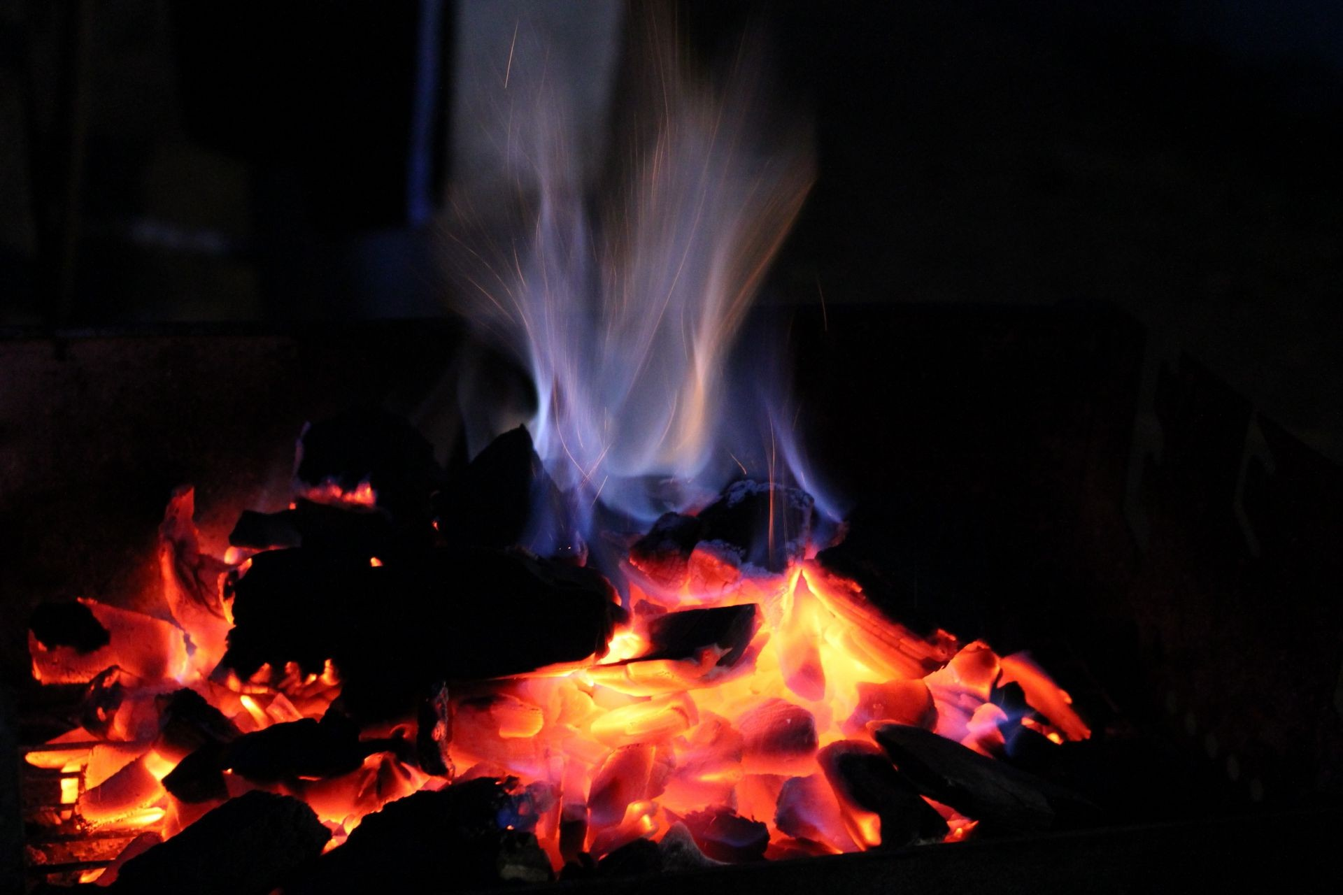 fire flame fireplace bonfire campfire heat hot burn smoke firewood ignite blaze flammable burnt warmly fuel coal furnace wildfire inferno ash