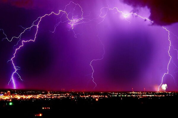 city night purple sky lightning