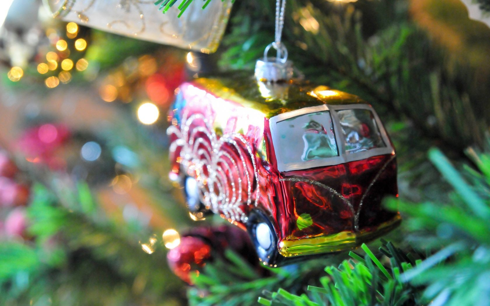 toy bus-Christmas fir tree