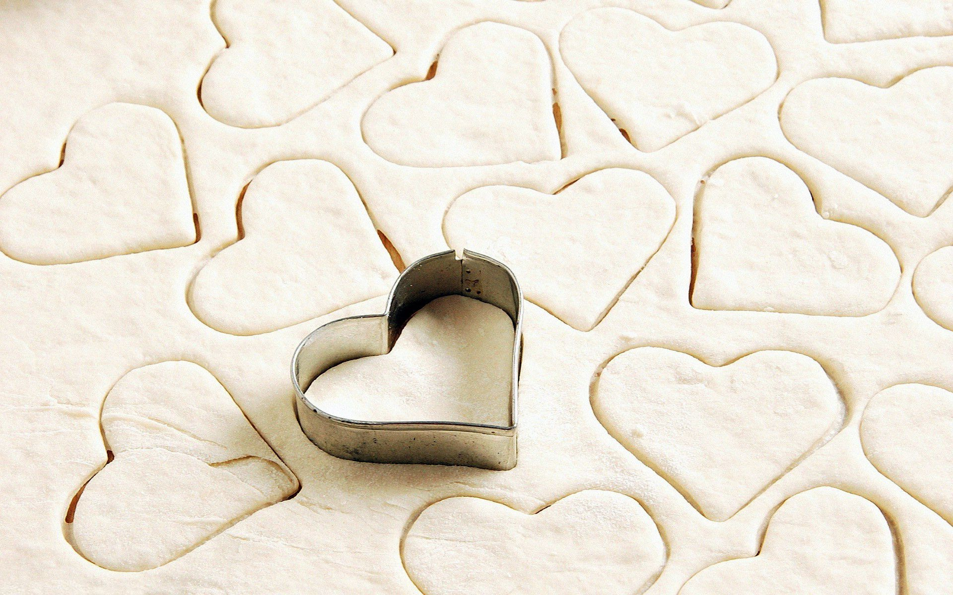 heart shape flour dough cookies. android wallpapers for free.