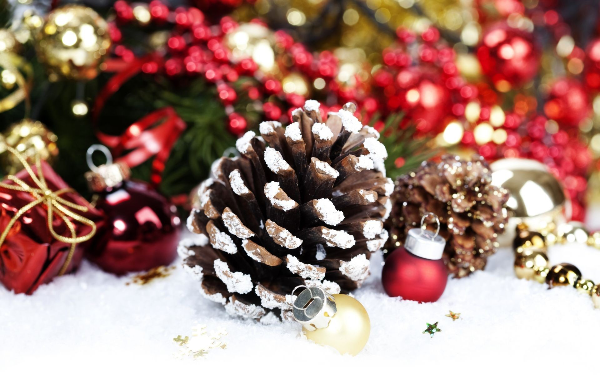 Gold Christmas Decorations Red Bumps Balls Snow Android Wallpapers