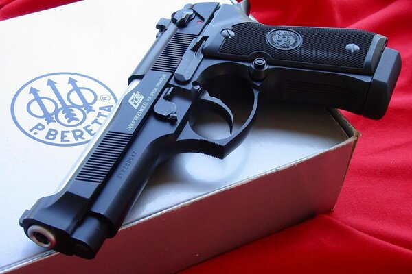 packing box pistol beretta