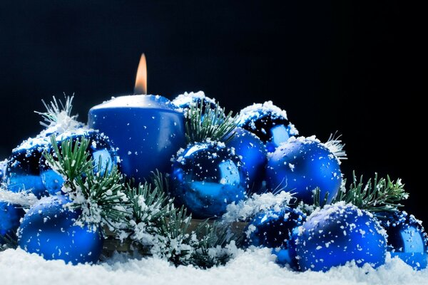 Christmas decorations candle flame Vata reflection