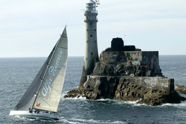 A racing yacht that goes around the lighthouse