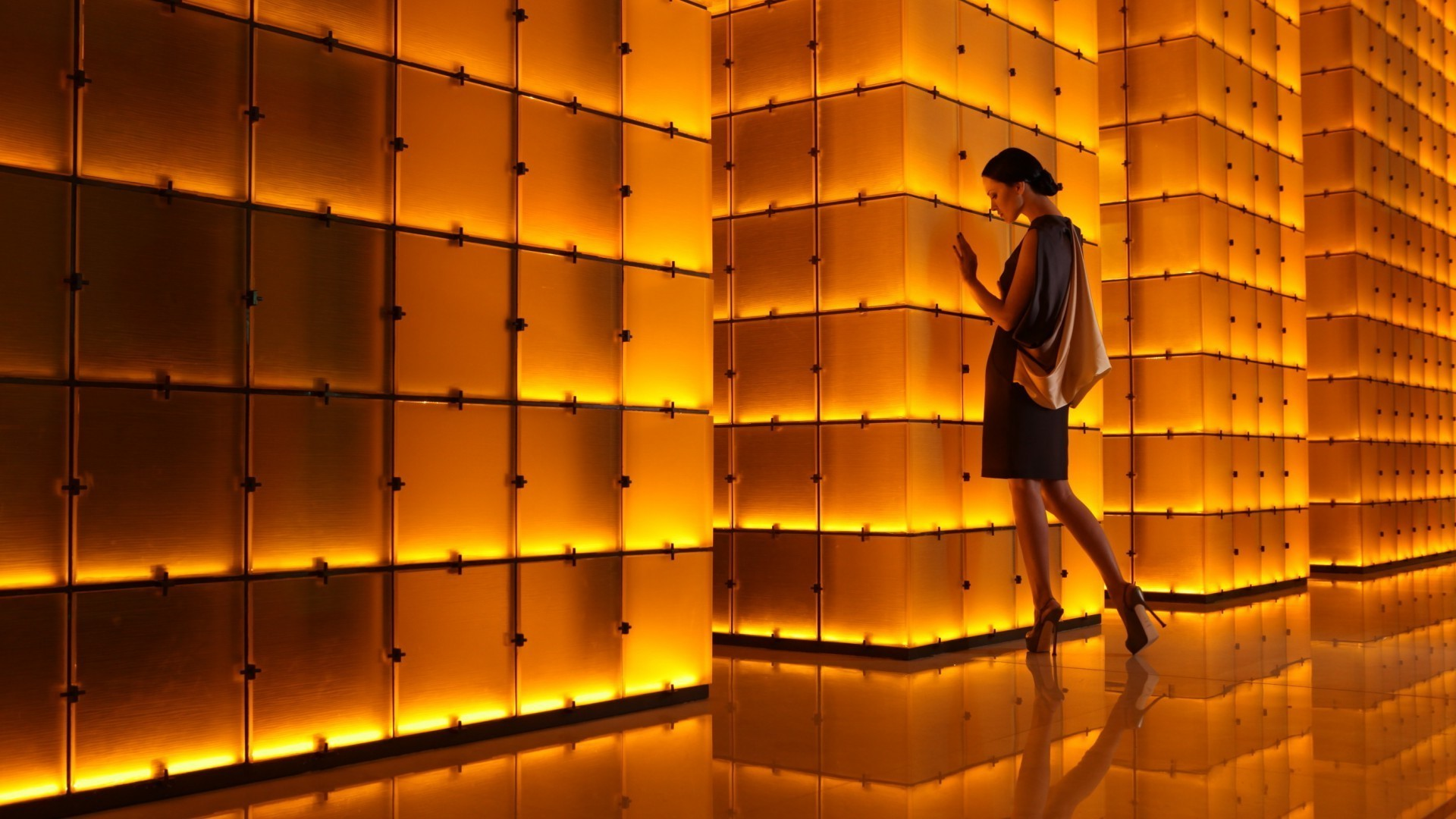 Model from a luminous wall