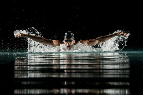Breaststroke swimmer doing breast stroke