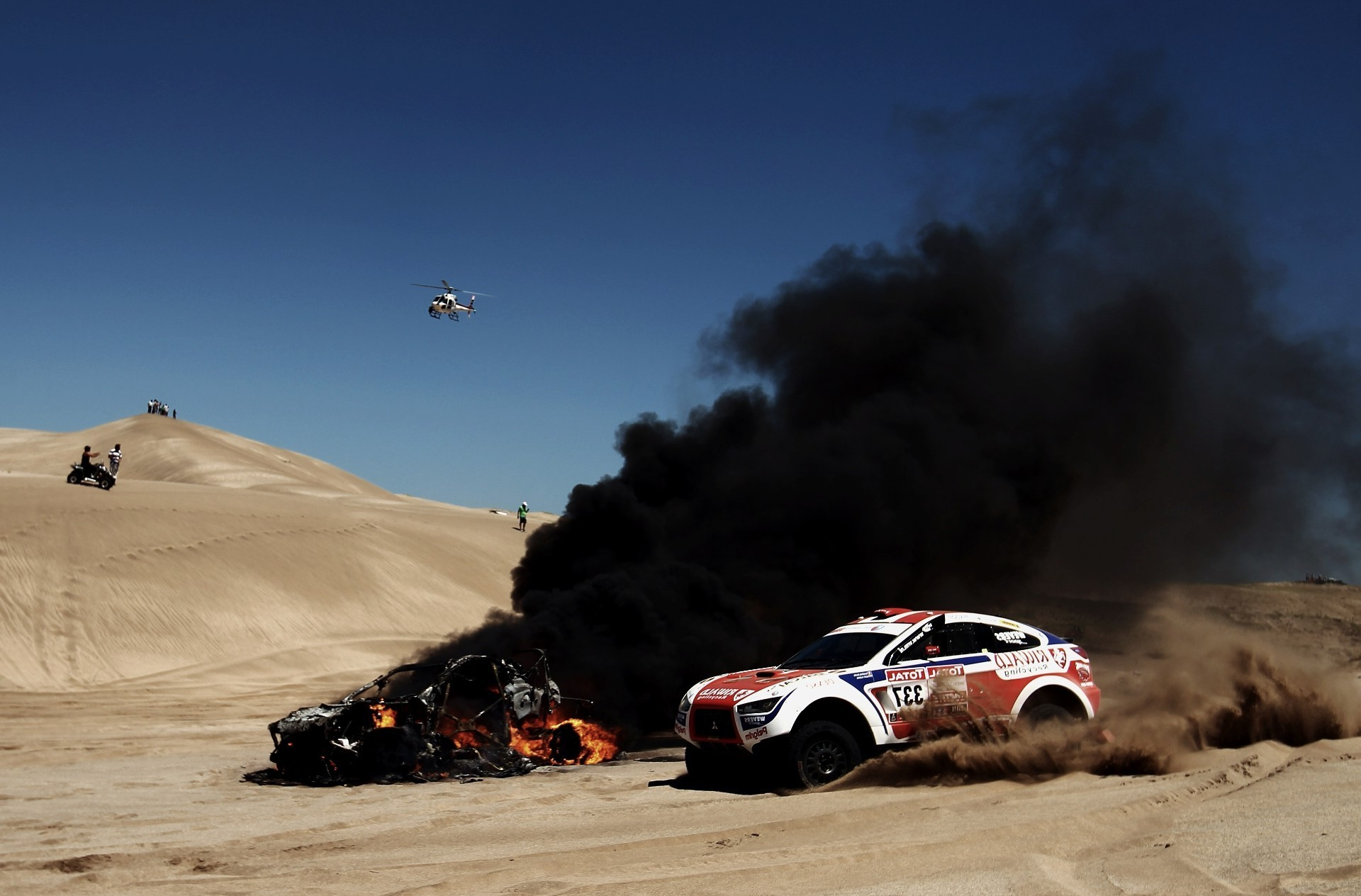 The accident in the desert while racing the Paris-Dakar