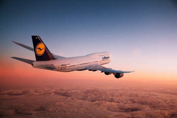 The airliner Lufthansa airline Boeing