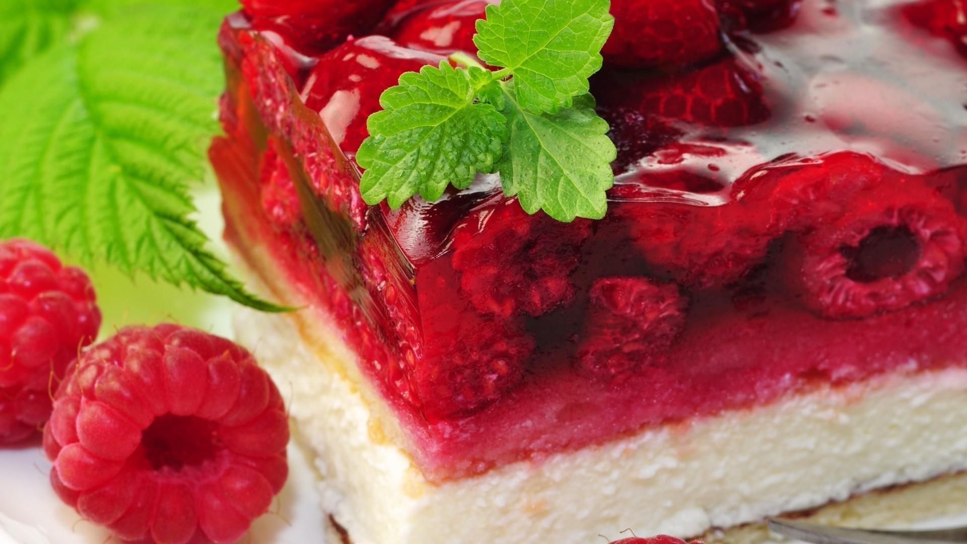 пирожное с малиной  № 145117 бесплатно