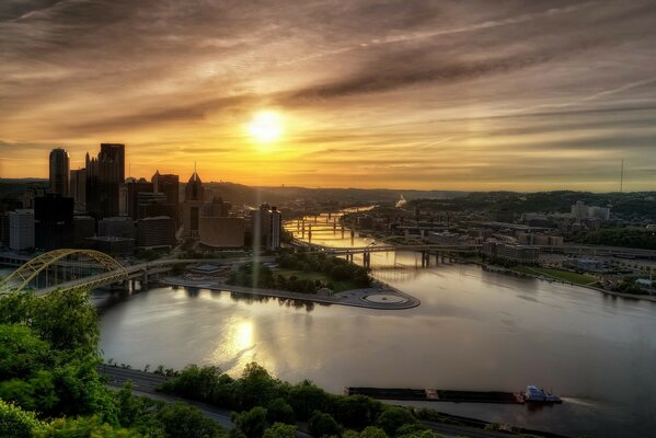 Dawn in Pittsburgh, Pennsylvania, USA
