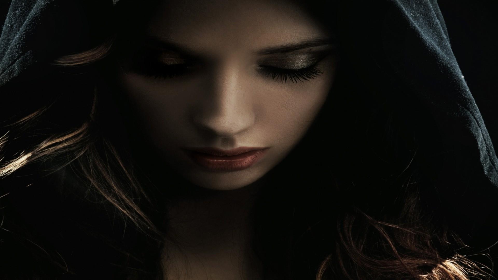 девушка капюшон взгляд лицо без смс