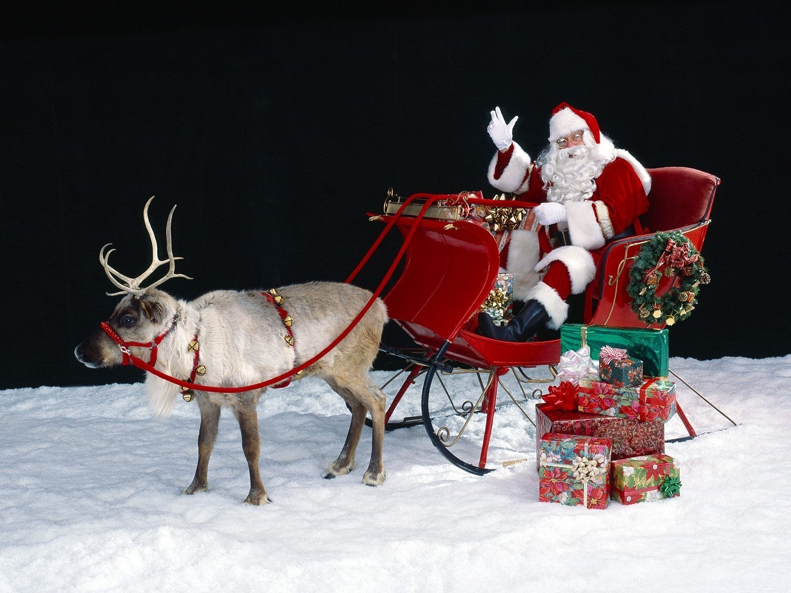 Santa Claus With Gifts Android Wallpapers
