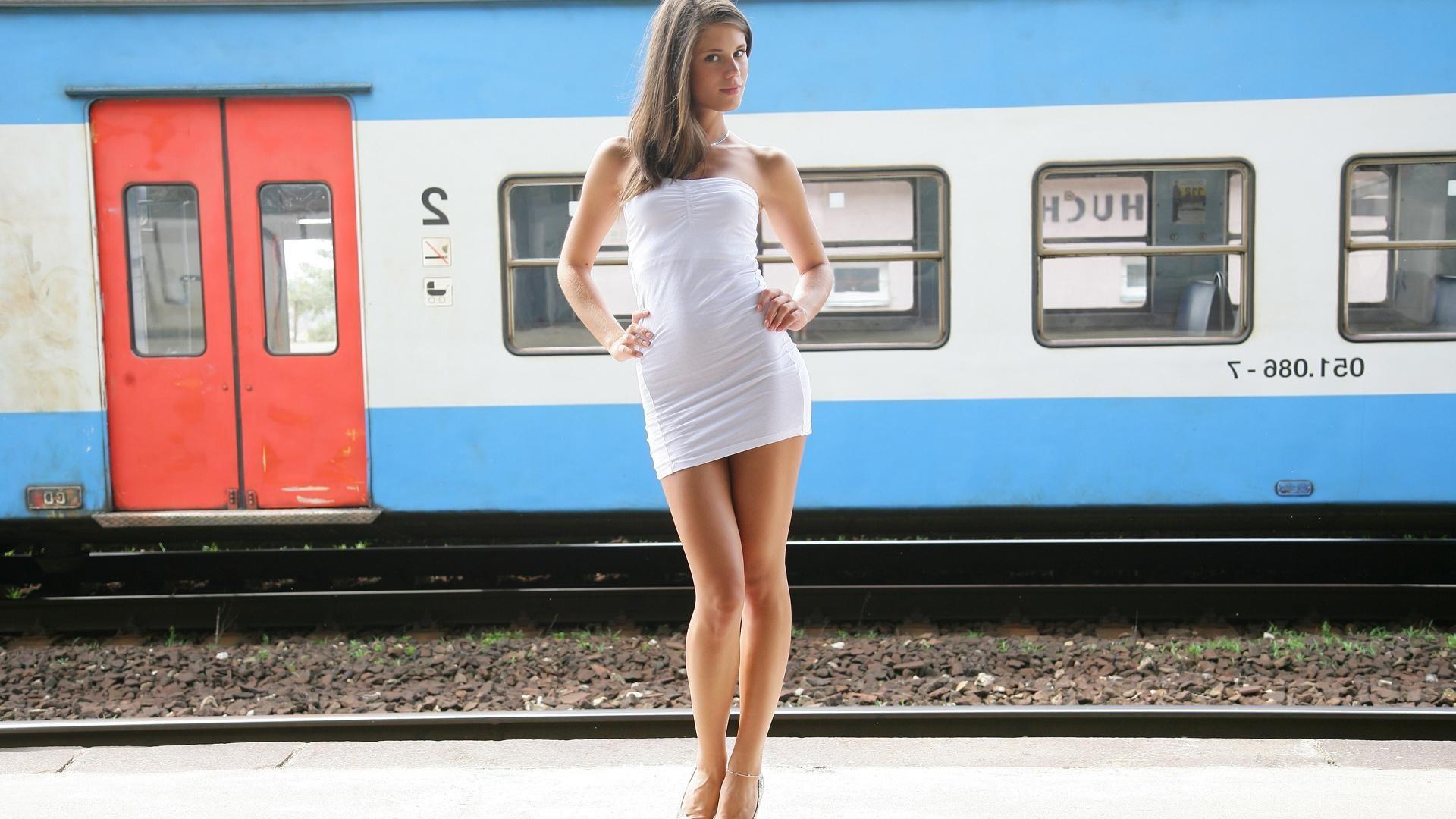 Голые поезде