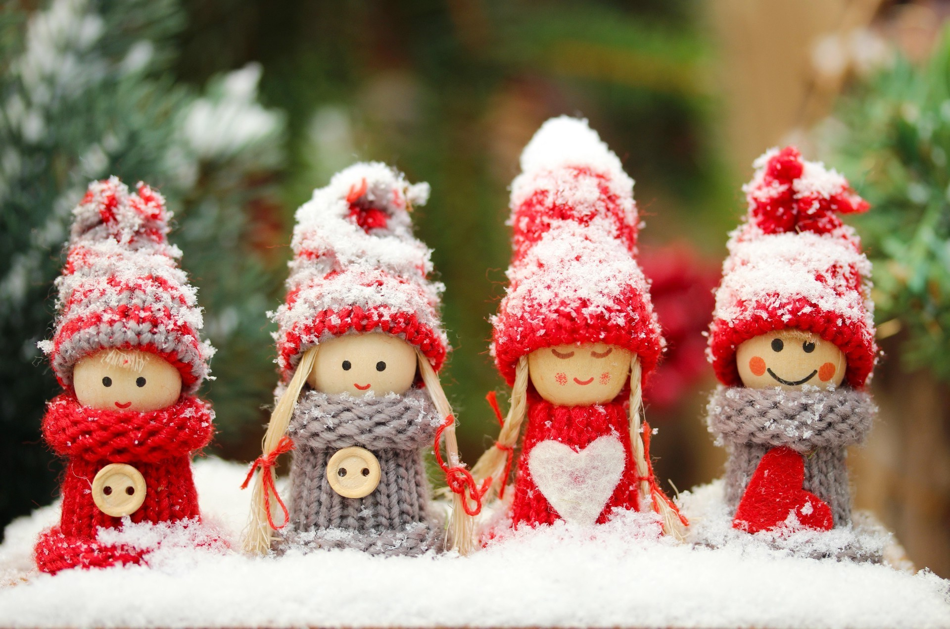 Little Christmas Doll Android Wallpapers