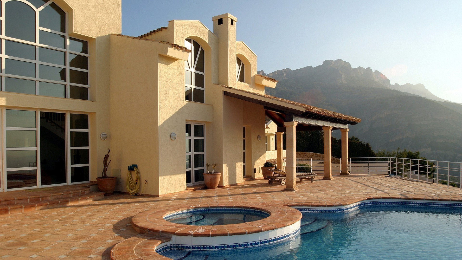 Villa with pool in the mountains