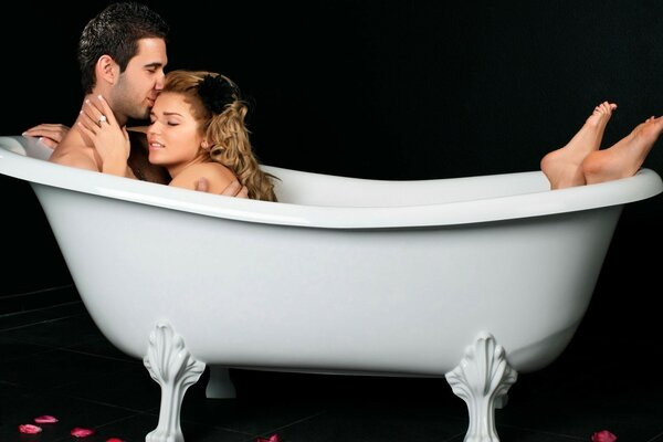 The lovers take a bath