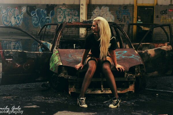 Stocking Girl - Scrap Car