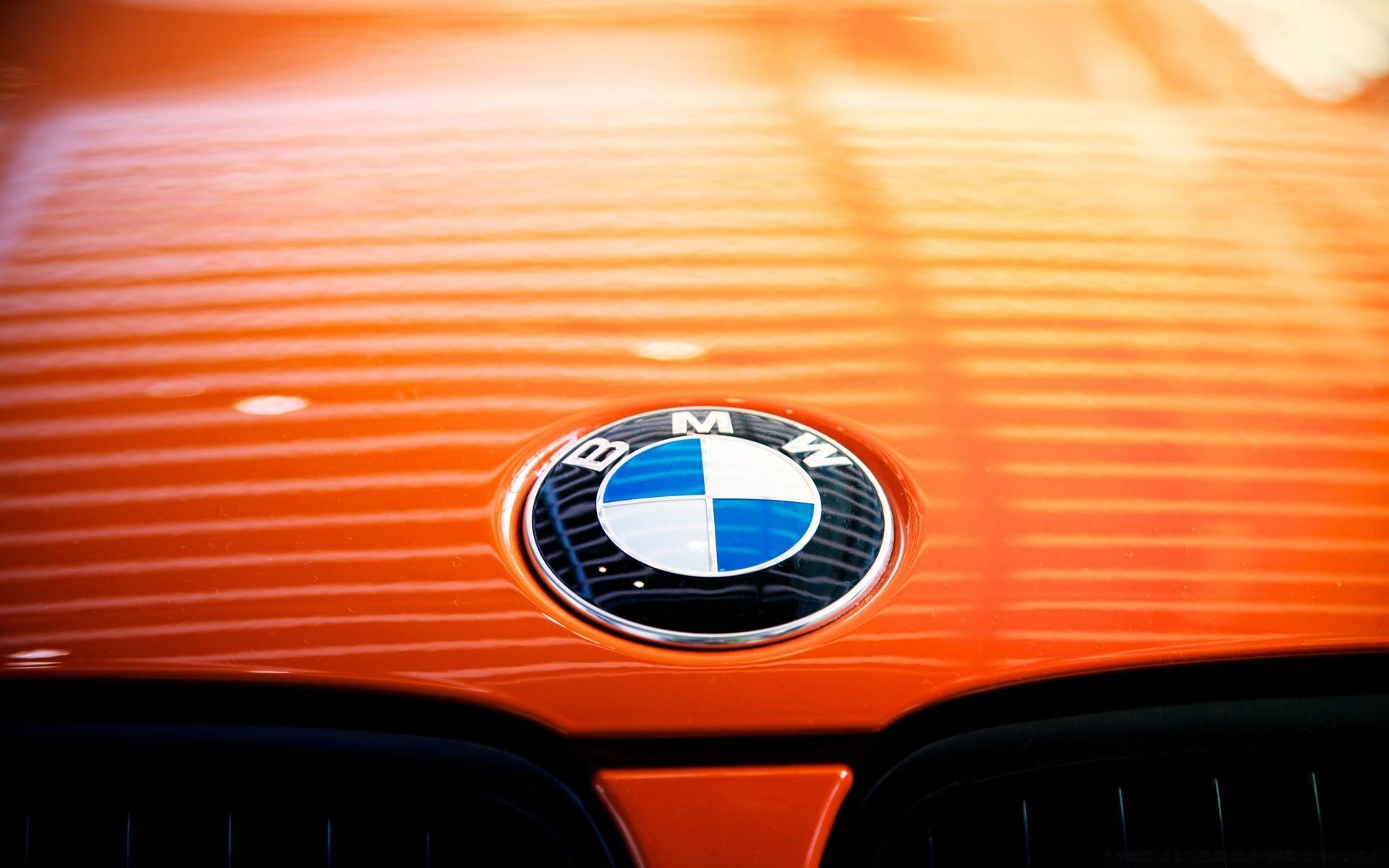 оранжевый автомобиль BMW бесплатно